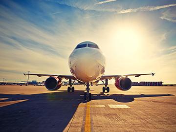 Piloto retorna ao aeroporto para que casal de passageiros se despeça do neto em estado terminal