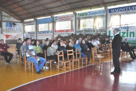Caravana Sicredi se reúne com moradores de Linha Vitória