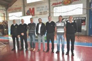 Conselheiros e coordenadores de núcleo, acompanhados do gerente da unidade de atendimento e dos membros da diretoria da cooperativa