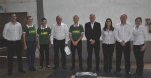 Membros das diretorias acompanhados de colaboradores, coordenadores de núcleo e conselheiros