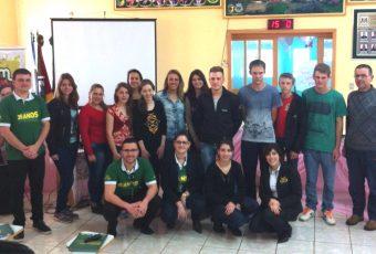 Jovens de Coqueiros do Sul participam de formação sobre cooperativismo