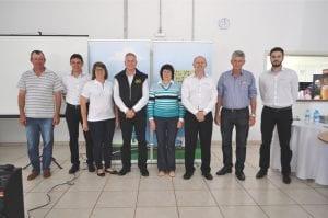 Membros da diretoria e gerência, juntamente com coordenadores, conselheiros e colaboradores
