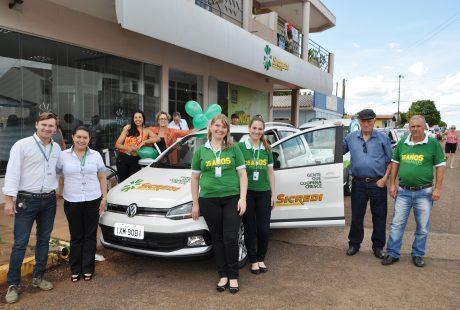 Sicredi Alto Jacuí entrega carro 0 Km para associado de Santo Antônio do Planalto