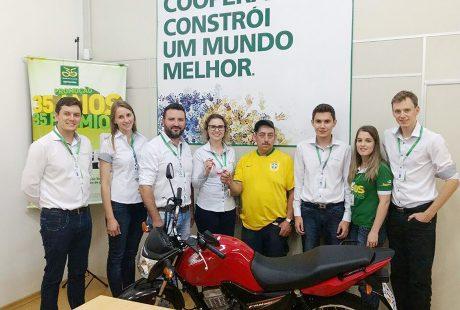 Associado do Sicredi de Tio Hugo recebe motocicleta