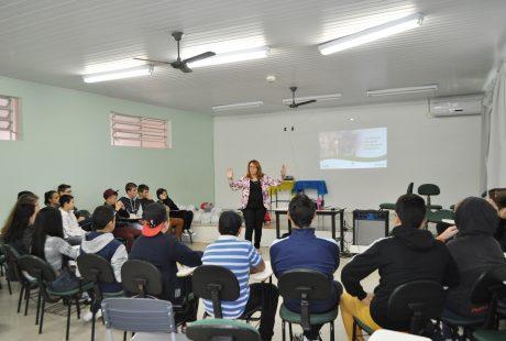 Mais de 200 pessoas capacitam-se em Educação Financeira