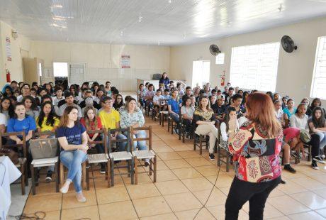 Sicredi fala sobre Educação Financeira com alunos da rede municipal de Carazinho