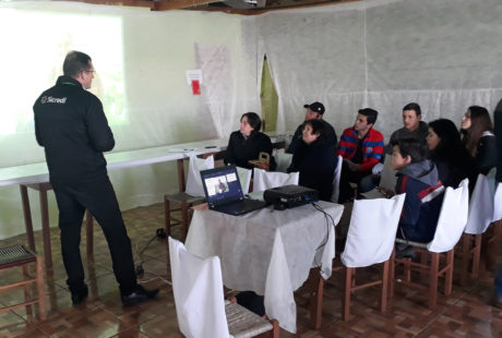 Sicredi e Emater promovem encontro com foco no desenvolvimento do agronegócio