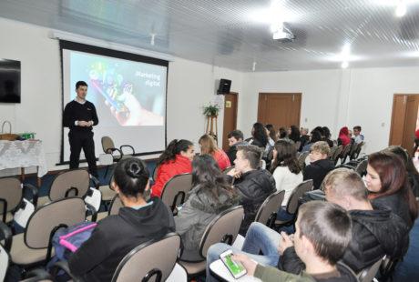 Cooperativas Escolares participam de oficina de mídias digitais