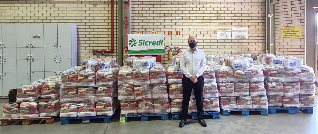 Presidente da Sicredi Cooperação RS/SC, Gervásio Jorge Diel representou todos os doadores no ato de entrega