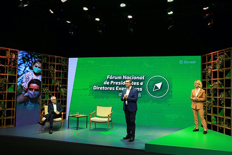 Líderes do Sicredi debatem cenários e tendências econômicas em Fórum Nacional